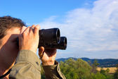 Man with binoculars — Stockfoto