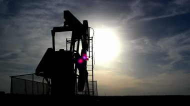Pump jack silhouette — Video Stock