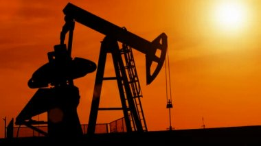 Silhouette of oil pump — Stock Video