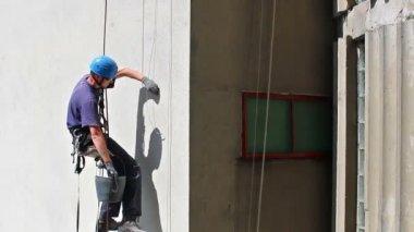 Climbing the skyscraper — Stock Video