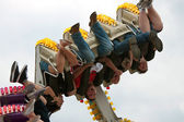 Teens Get Turned Upside Down On Carnival Ride — Stock Photo