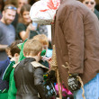 Scary Monster Gives Out Candy In Halloween Parade — Stockfoto