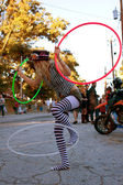 Female Street Performer Entertains With Three Hula Hoops — Stock Photo