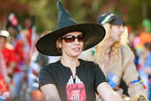 Woman In Witch Hat Walks In Halloween Parade — Stock Photo