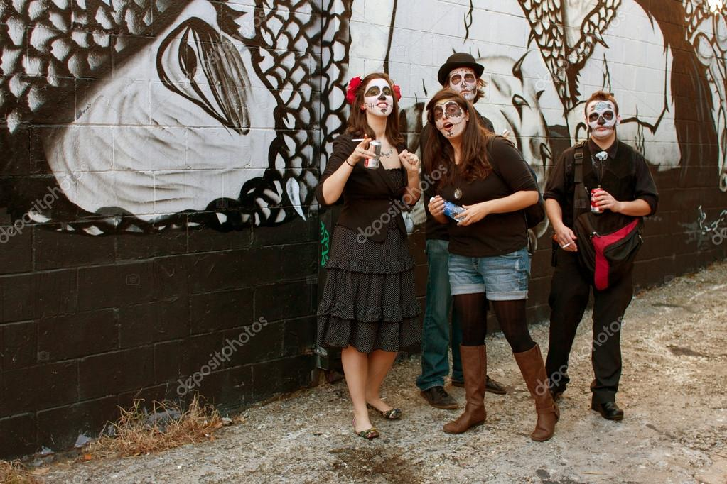 Atlanta, GA, USA - October 20, 2012:  Four unidentified in zombie makeup smoke cigarettes and drink sodas in an alley, after particiapting in the Little Five Points Halloween parade. The L5P Halloween parade is one of the largest in the southe — Stock Photo #17660751