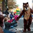 Chipmunk Character Entertains Crowd At Atlanta Christmas Parade — Stock Photo #25191155