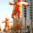 Gingerbread Man Balloons Float Through Atlanta Christmas Parade — Foto Stock