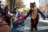 Chipmunk Character Entertains Crowd At Atlanta Christmas Parade — Stock Photo