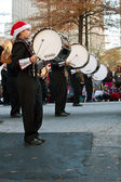Marching Band Bass Drummers Perform In Atlanta Christmas Parade — Stock Photo