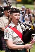 Woman Plays Bagpipes At Spring Festival — Stock Photo