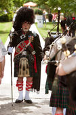 Drum Major Prepares To Lead Bagpipes Group At Festival — Stock Photo