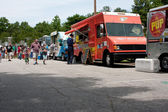 Buy Meals From Food Trucks At Festival — Stock Photo