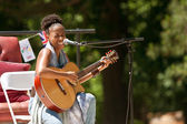 Female Singer Plays Guitar And Sings At Festival — Stock Photo