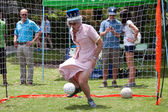 Man Dressed As Queen Elizabeth Plays Soccer Goalie At Festival — Stock Photo