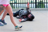 Monster Reaches For Women Passing By In Atlanta Zombie Run — Stock Photo
