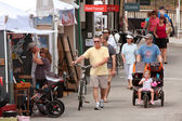 Walk, Look And Shop At Summer Arts Festival — Stock Photo