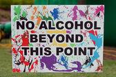 """Cartel de festival no advierte """"alcohol más allá de este punto"""" — Foto de Stock"""