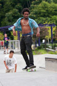 Teenager Practices Skateboarding At Skateboard Park — Stock Photo