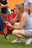 Woman Kneels And Blows Bubbles At Summer Butterfly Festival — Stock Photo