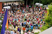 Large Crowd Waits For Release Of Butterflies At Summer Festival — Stock Photo