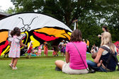 Mothers Watch Their Children Play At Butterfly Festival — Stock Photo
