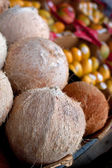 Coconuts And Other Fruit On Display At Farmers Market — Stock Photo