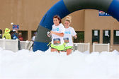 Women Run Through Blanket Of Foam At Race Finish Line — Stock Photo