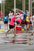 Man Throws Water Balloon In Group Fight After 5K Race — Stock Photo