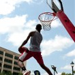 Man Attempts Reverse Jam In Outdoor Slam Dunk Competition — Stock Photo