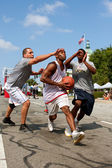 Man Drives To The Basket In Outdoor Street Basketball Tournament — Stock Photo
