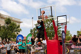 Man Elevates Above Rim In Outdoor Street Slam Dunk Contest — Stock Photo