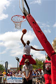 Young Man Jumps Over Person Attempting Jam In Dunk Contest — Stock Photo