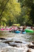 Dozens Of People Have Fun Tubing Down North Georgia River — Stock Photo