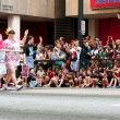 Hundreds Of Spectators Watch Dragon Con Parade On AtlantStreet — Stock Photo #35997029