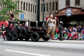 Vehicle From Road Warrior Movie Moves Through Dragon Con Parade — Stock Photo