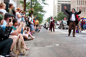 Large Crowd Of Spectators Watch Dragon Con Parade In Atlanta — Stock Photo