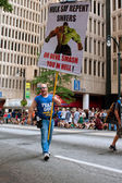 Man Carries Sign Urging Sinners To Repent At Atlanta Parade — Stock Photo