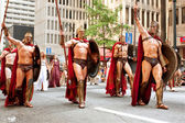 Muscular Spartans From Movie 300 Walk In Dragon Con Parade — Stock Photo