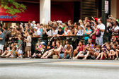 Spectators Line Street In Atlanta To Watch Dragon Con Parade — Stock Photo