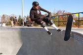 Skateur vétéran anéantit dans un grand bol — Photo