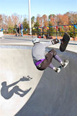 Skateboarder And Shadow Wipe Out In Big Bowl — Stockfoto