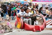 Family Rides Scrambler Carnival Ride At Atlanta Fair — Stock Photo