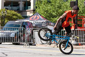 Man Practices Flatland BMX Tricks Before Competition — Stock Photo