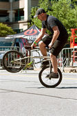 Man Practices Riding Bike Backwards Before BMX Contest — Stock Photo