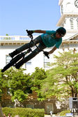 Teen Practices BMX Jumping Tricks For Athens Competition — Stock Photo