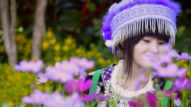 Cute asian young girl in beautiful hill tribe (HMONG) costume of northern thailand — Stock Video