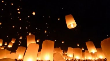 Fire Lanterns In Loi Krathong Festival Of Chiang Mai Thailand 2013 — Stock Video