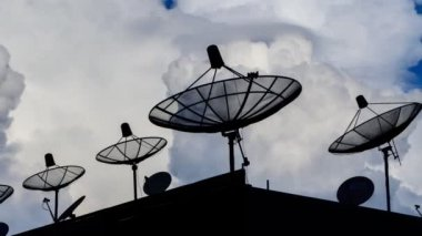 Time Lapse Silhouette Satellite Dish And Sky Background — Stock Video