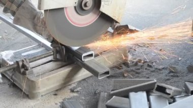 Small machine cutting steel — Vídeo de stock