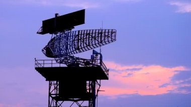 Silhouette radar communication tower plane — Stock Video